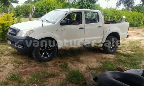 Buy Used Toyota Hilux White Car in Luganville in Sanma