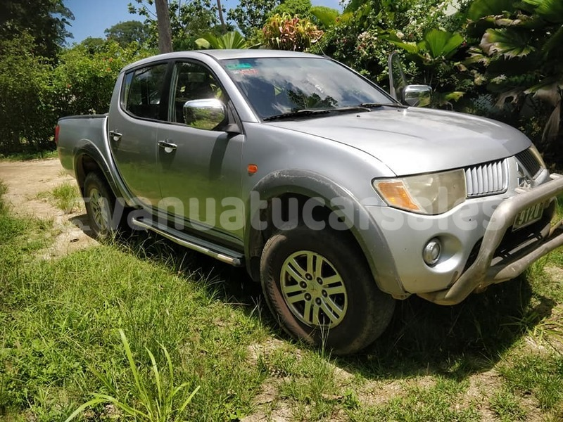 Big with watermark mitsubishi l200 shefa port vila 511